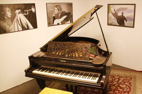 "Quiet and private – the practise rooms in the pianosalon ""Die Stimmgabel"" in Mannheim-Germany, city centre"